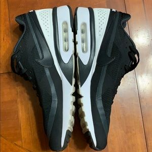 BLACK WITH WHITE AIR MAX